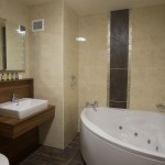 Bathroom, Glenavon House Hotel